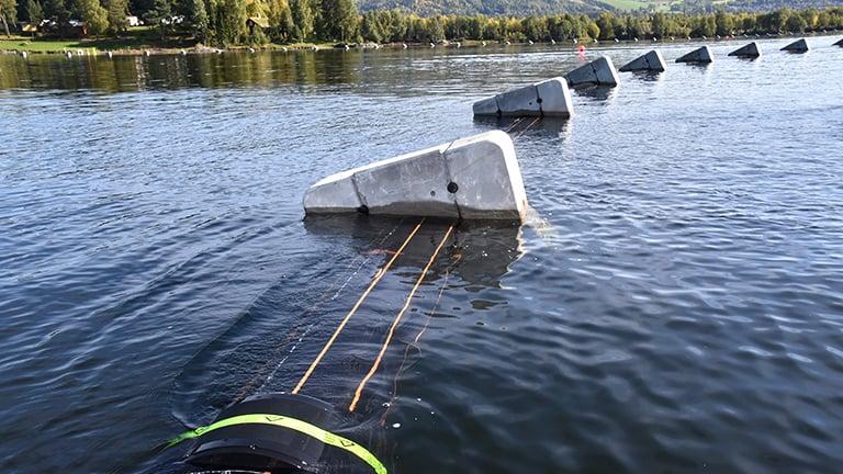 Sjøledninger med betonglodd for senking
